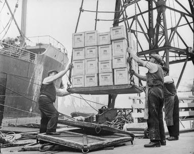Medium 44b7e2ac7b0493d3 britain delivers the goods in wartime  dock workers in bristol  england  1940 d1224
